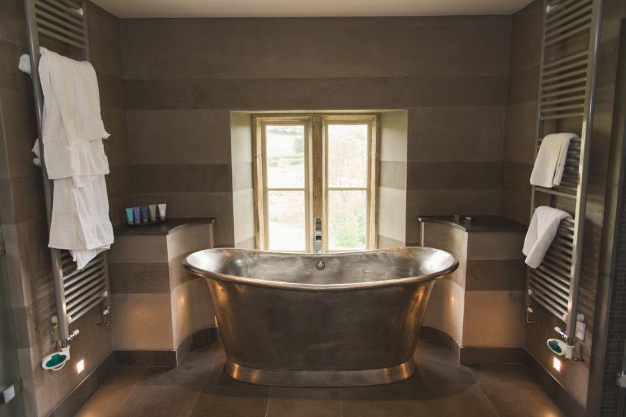 Silver roll top bath