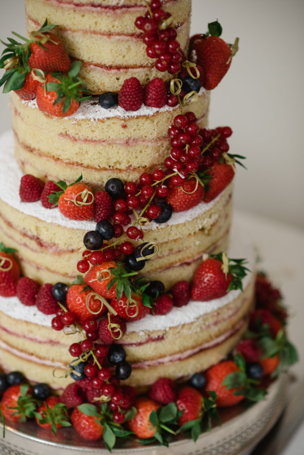 Naked sponge cake with berries